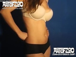 Sexy ass babe bends for the dog to fuck her