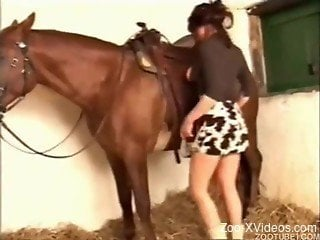 Glamour big-boobed mom sensually sucks a huge stallion dick